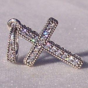 Pandora Classic Cross